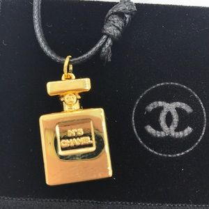 One only 🔥CHANEL No.5. Bottle Necklace VIP Gift